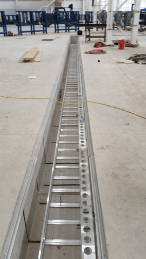 Utility trench system with channel strut