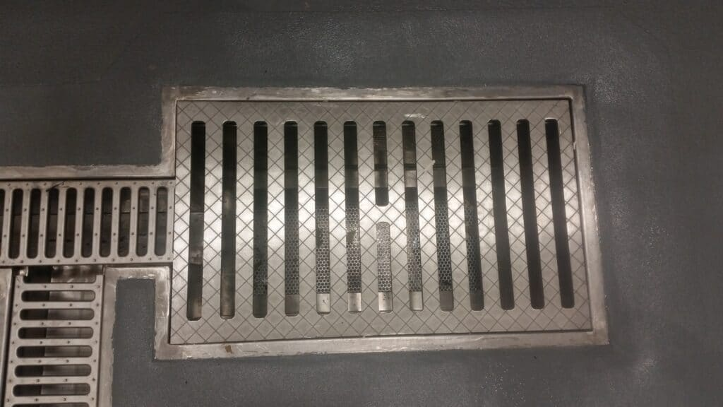 Stainless basin with trash basket