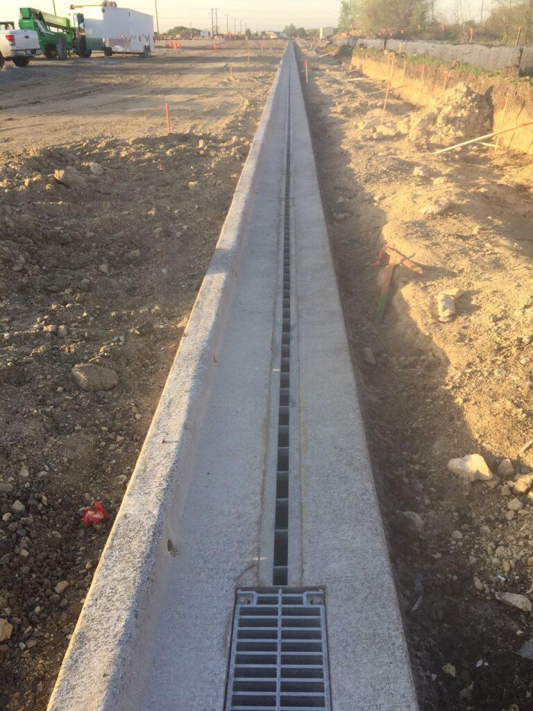 Slot drain to reduce spread
