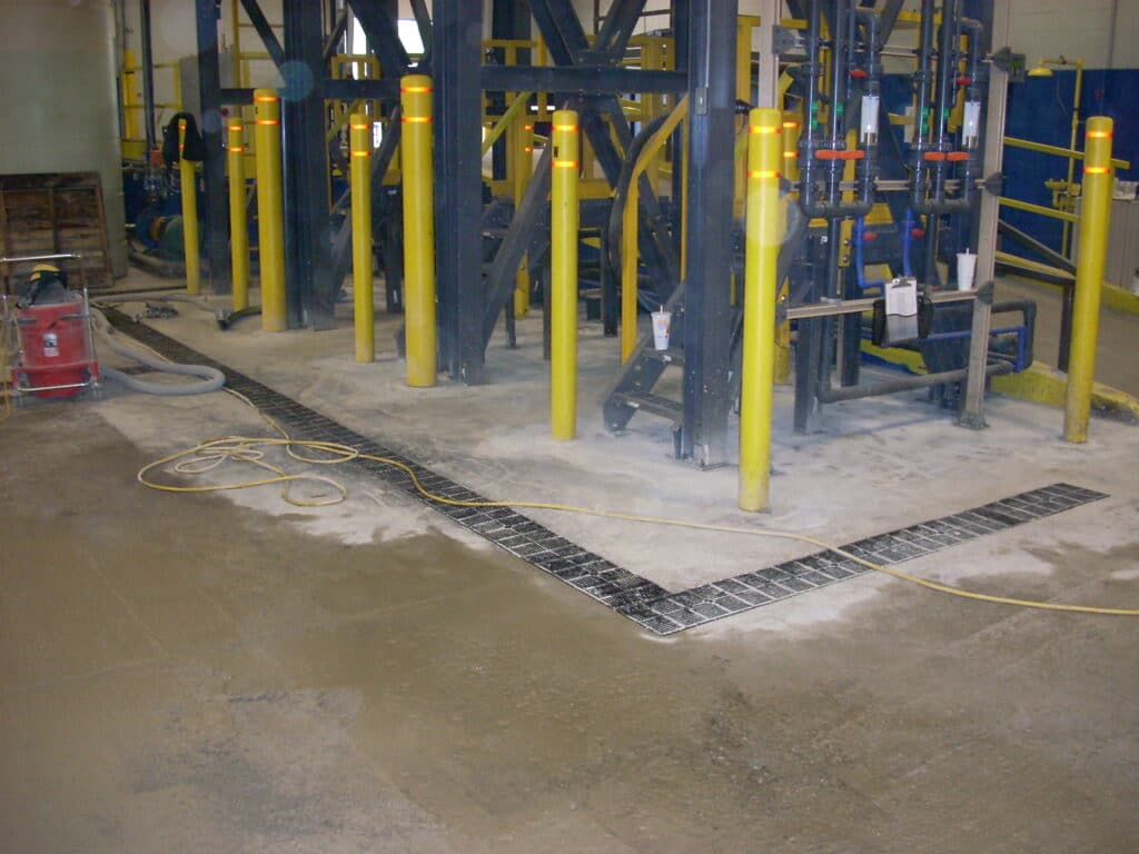 Trench drains for heavy solids