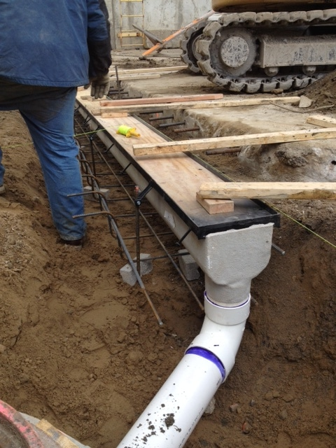 Dura trench drain pipe connection