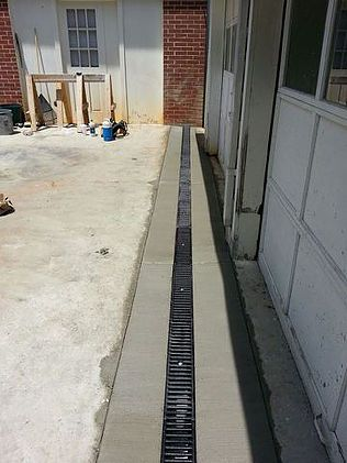 Residential driveway trench drain